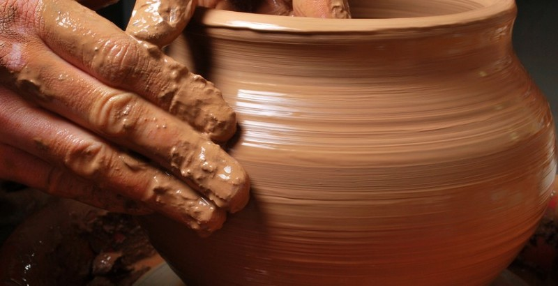 Potters-Clay1-940x410