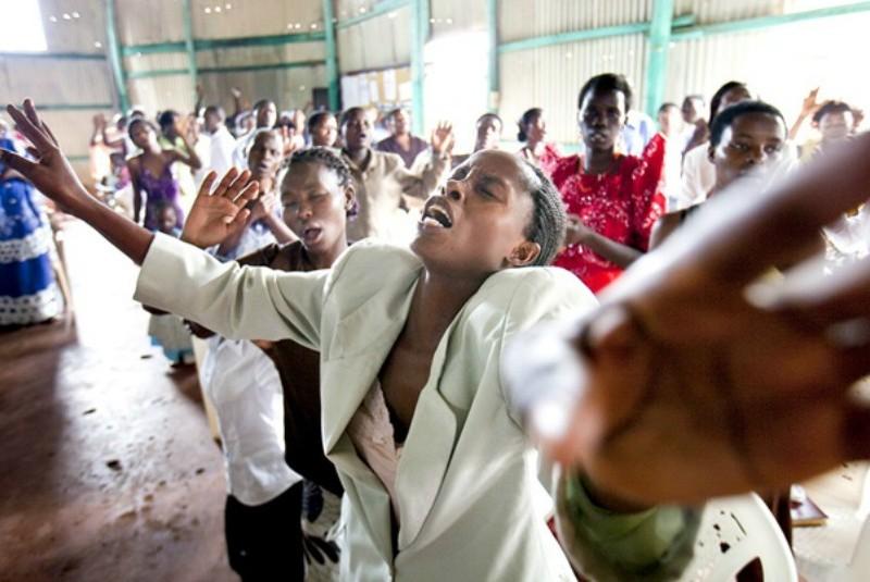 Pourquoi le mouvement charismatique rencontre-t-il autant de succès en Afrique ?