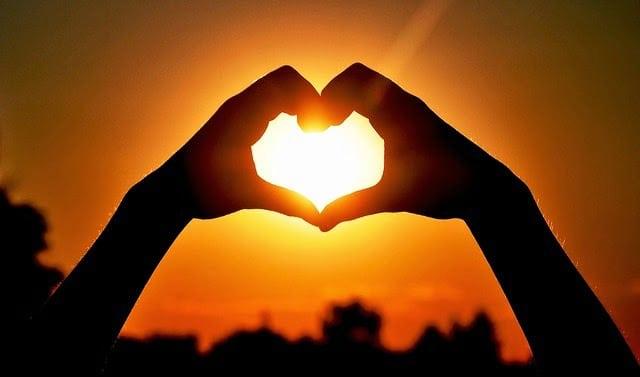 L'amour de Dieu est comme le soleil, le notre est comme la lune...