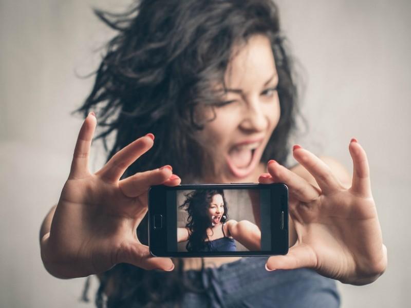 Chrétiennes, à quoi bon ces selfies aguichants?  www.leboncombat.fr